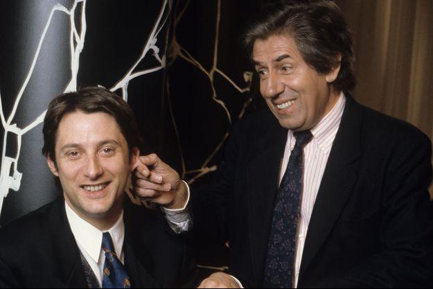 """Philippe Gildas et Antoine de Caunes sur le plateau de """"Nulle Part Ailleurs"""" en mars 1989."""