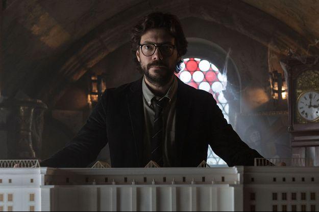 "Álvaro Morte, le Professeur, dans la saison 3 de ""La Casa de Papel""."