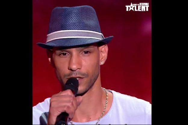 """Mr Chépair sur la scène de """"La France a un incroyable talent""""."""