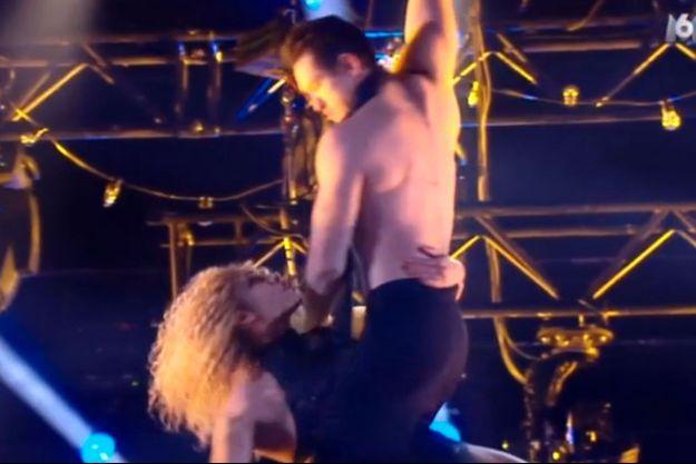 Roman et Cécile sont restés suspendus dans les airs après un problème technique.