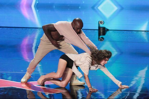 """Nadia et Dakota lors de leur prestation dans """"La France a un incroyable talent""""."""