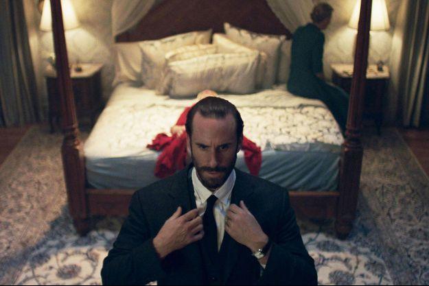 "Joseph Fiennes dans ""La Servante écarlate""."