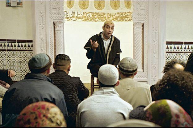 """Lyes Salem, imam d'une mosquée de Mont-de-Marsan, dans """"Ramdam""""."""