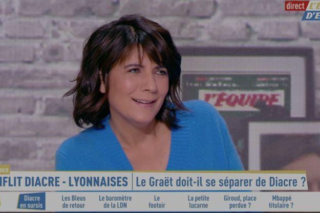 Estelle Denis surprise face aux propos de Raymond Domenech lundi sur son plateau.