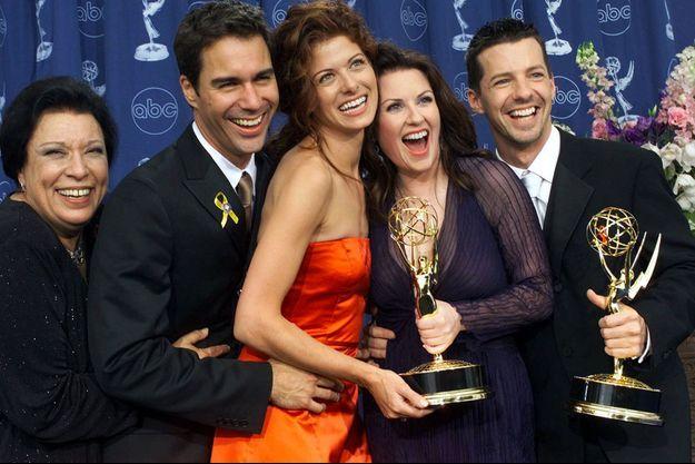 De gauche à droite : Shelley Morrison, Eric McCormack, Debra Messing, Megan Mullally et Sean Hayes aux Emmy Awards en 2000.