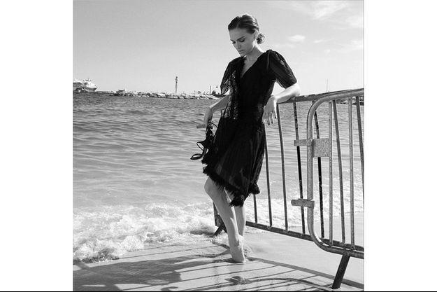 Natalie Portman sur la plage de l'hôtel Majestic, à Cannes.