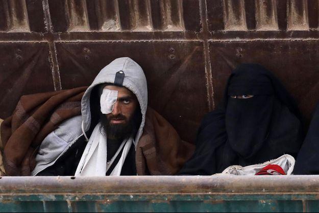 Syrie, la fin de Baghouz. Les regards des djihadistes capturés en disent long sur leur état d'esprit, la fin de Baghouz est loin d'être la fin du problème