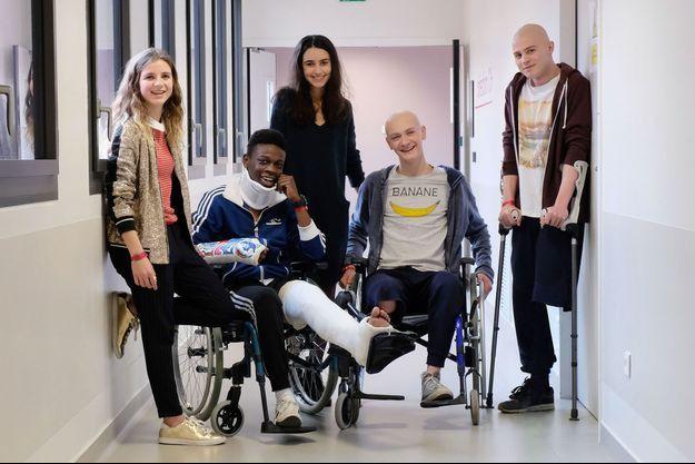 Esther Valding (Sarah), Azize Diabaté Abdoulaye (Medhi), Louna Espinosa (Roxanne), Tom Rivoire (Clément) et Audran Cattin (Thomas).