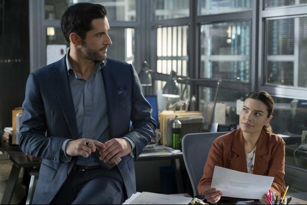 "Tom Ellis et Lauren German dans la saison 4 de ""Lucifer""."