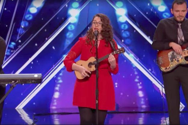 """Mandy Harvey lors de sa prestation à """"America's Got Talent""""."""