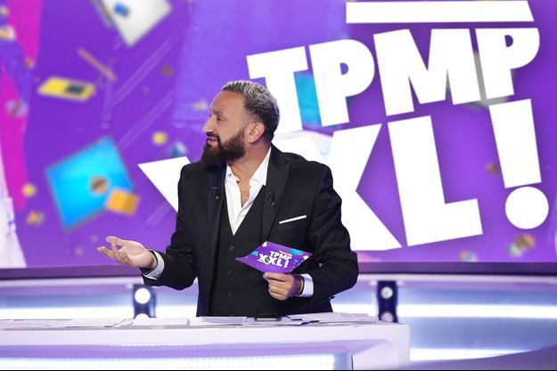"""Cyril Hanouna sur le plateau de """"TPMP XXL""""."""