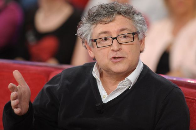 """Michel Onfray sur le plateau de """"Tellement Dimanche"""" en avril 2015."""