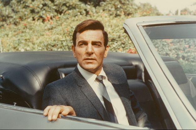 Mike Connors dans le rôle du détective privé Joe Mannix.