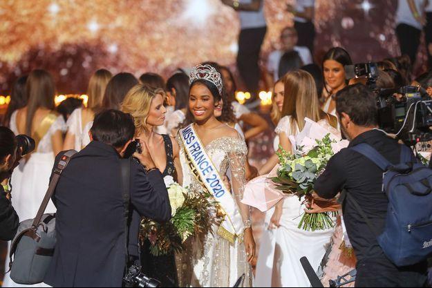 Clémence Botino, Miss France 2020, le soir de son élection à Marseille le 14 décembre 2019