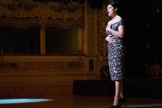 """Monica Bellucci dans """"Mozart in the Jungle""""."""