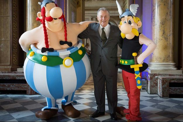 Albert Uderzo à la Monnaie de Paris en 2015, entouré de ses deux personnages cultes.