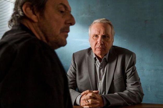 """Jean-Luc Reichmann et Yves Rénier dans """"Léo Matteï, brigade des mineurs""""."""