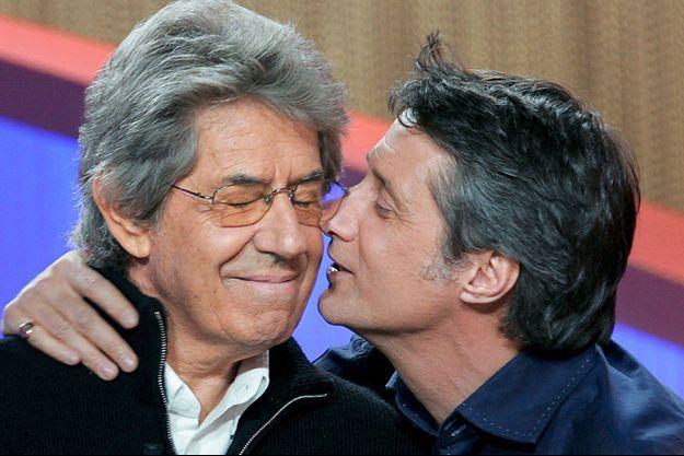 """Philippe Gildas et Antoine de Caunes en 2004 au """"Grand Journal""""."""