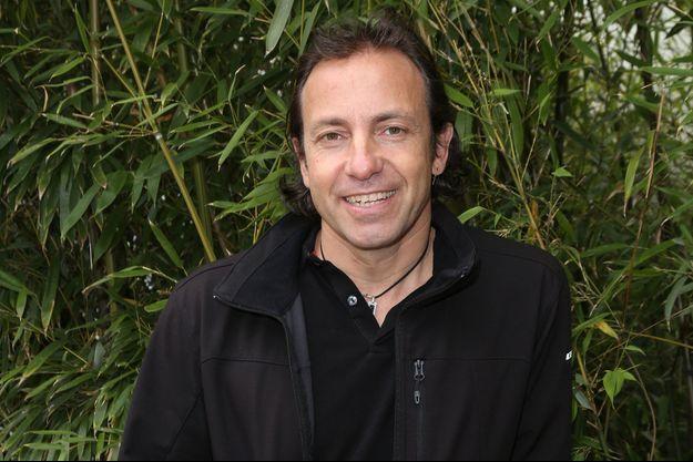 Philippe Candeloro va répondre à des questions de culture générale pour faire gagner son candidat.