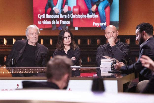 """Pierre Arditi sur le plateau de """"On est en direct"""" , ici avec Evelyne Bouix, Franck Gastambide et Cyril Hanouna."""