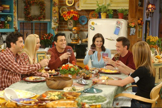 "Ici en 2003, un extrait de l'épisode de Friends ""The One with the Late Thanksgiving"" (saison 10)"