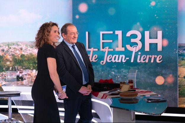 Marie-Sophie Lacarrau et Jean-Pierre Pernaut lors de ses adieux au JT, le 18 décembre dernier.