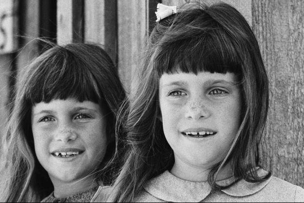 """Lindsay et Sidney Greenbush dans """"La Petite Maison dans la Prairie""""."""