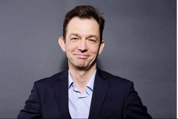 Renaud Dély prend le micro