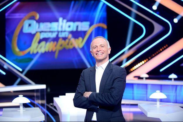 """Samuel Etienne sur le plateau de """"Questions pour un champion"""""""