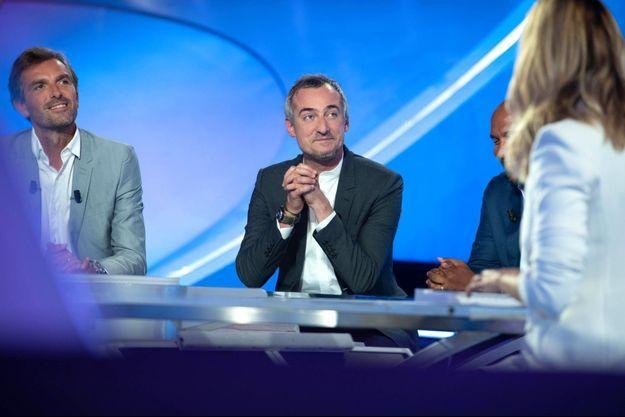 """Sébastien Thoen sur le plateau du """"Canal Sports Club""""."""