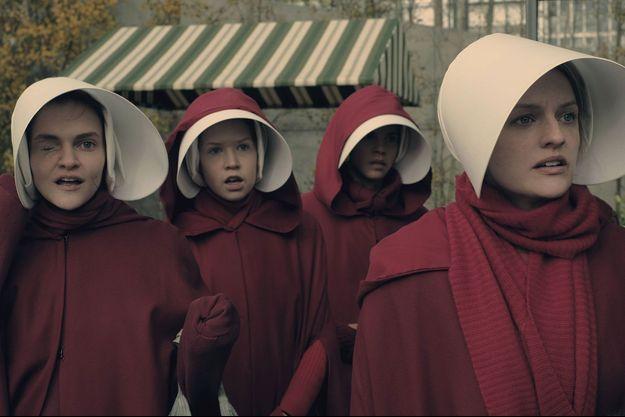 """""""La Servante Ecarlate"""" est l'une des favorites des Golden Globes cette année."""