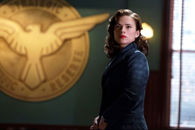 Hayley Atwell est l'Agent Peggy Carter.