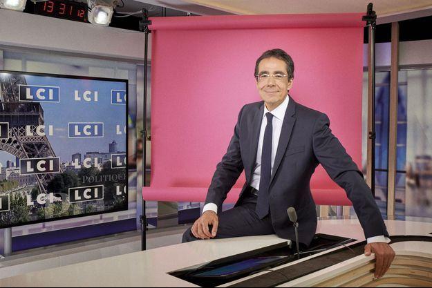 Le « PPDA suisse » débarque sur LCI pour animer « Le 20 h de Darius Rochebin ».