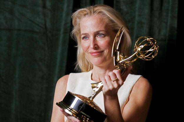 """Gillian Anderson récompensée pour son rôle dans """"The Crown"""" aux Emmy Awards."""