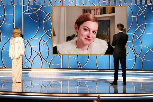 """Emma Corrin a reçu le prix de la Meilleure actrice dans une série dramatique aux Golden Globes pour """"The Crown""""."""