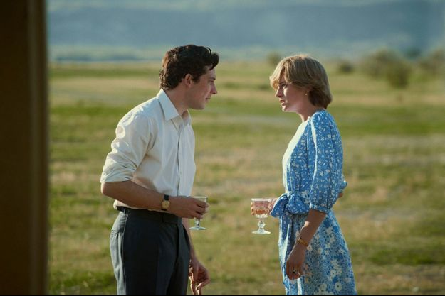 """Josh O'Connor (le prince Charles) et Emma Corrin (Lady Diana) dans la saison 4 de """"The Crown""""."""