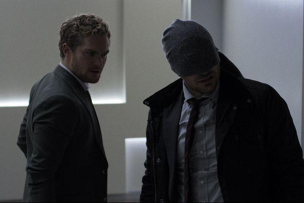 Finn Jones (Iron Fist) et Charlie Cox (Daredevil).