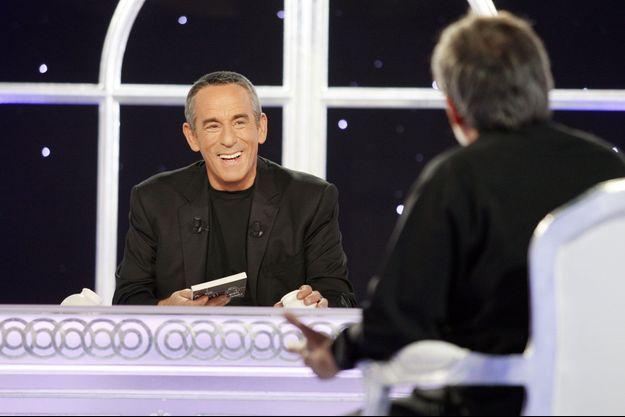 """Thierry Ardisson sur le plateau de """"Salut les terriens"""" en 2010."""