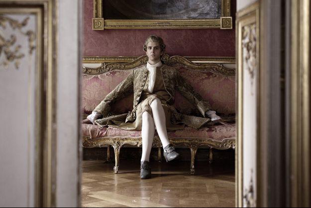 Thomas Solivérès dans le rôle de Voltaire.