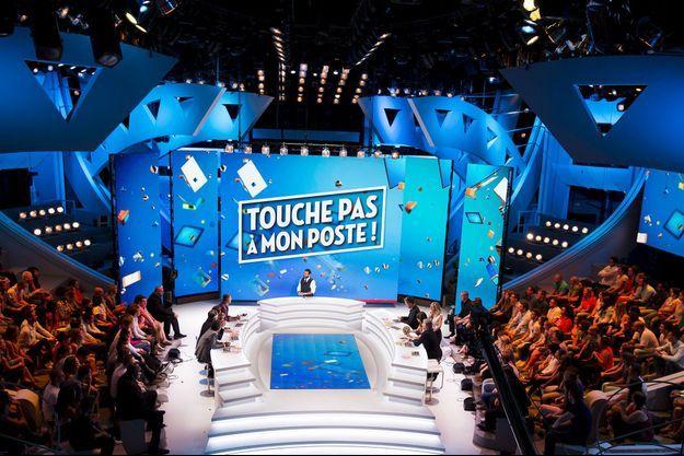 """Le plateau de """"Touche pas à mon poste""""."""