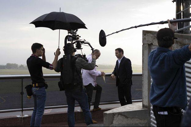 """Jeremy Banster et Jean-François Malet sur le tournage d'""""Un si grand soleil"""" de France 2."""