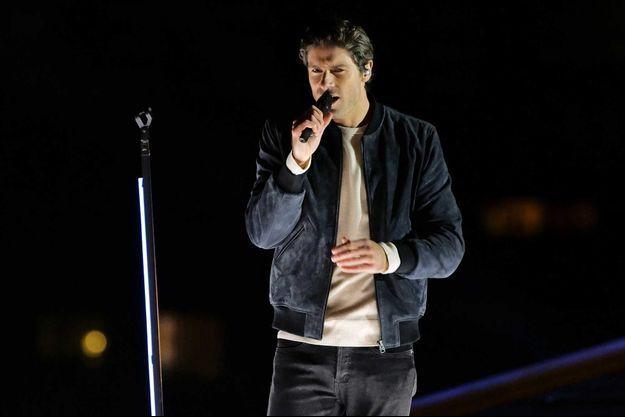 """Tom Leeb lors de la présentation de son morceau à la Tour Eiffel """"The Best in me""""."""