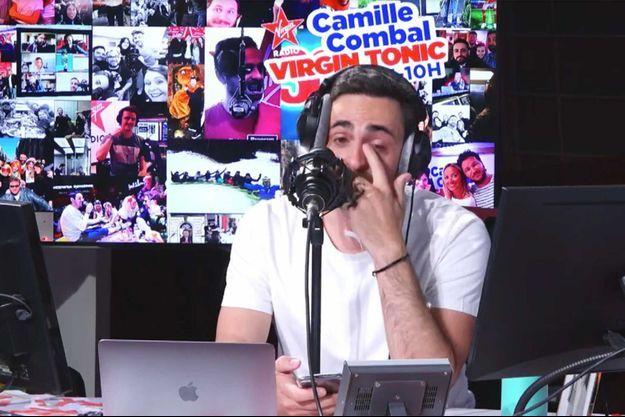 """Camille Combal essuie ses larmes lors de sa dernière de """"Virgin Tonic""""."""
