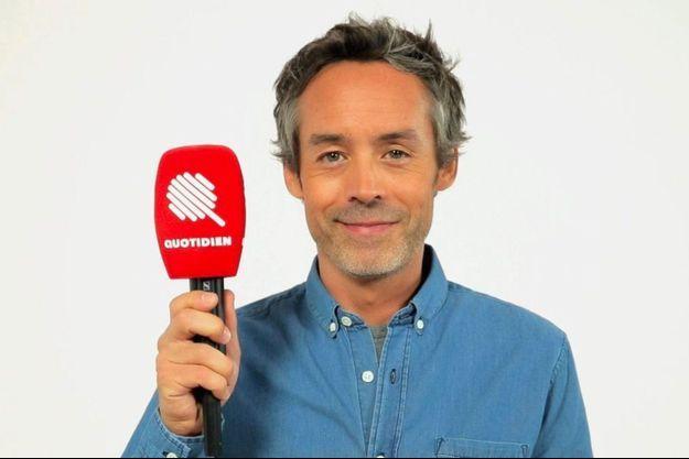 """Yann Barthès a dévoilé le micro et logo du """"Quotidien"""" il y a quelques jours."""