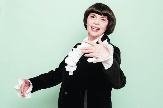 Mireille Mathieu sort « Mes classiques » (Smart/Sony Music).