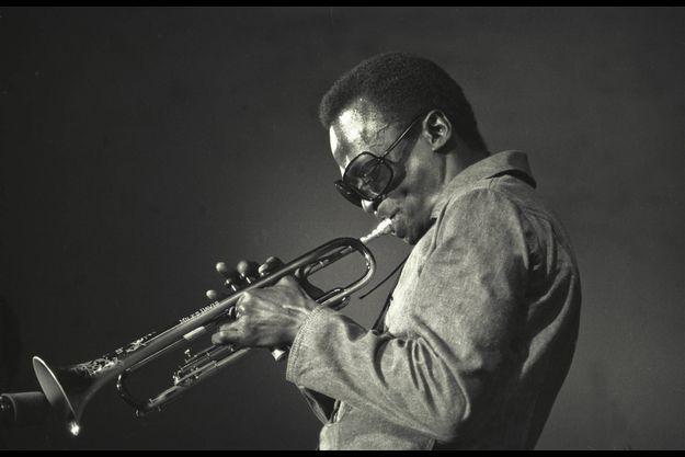 """Album mythique : """"A Tribute To Jack Johnson"""", de Miles Davis"""