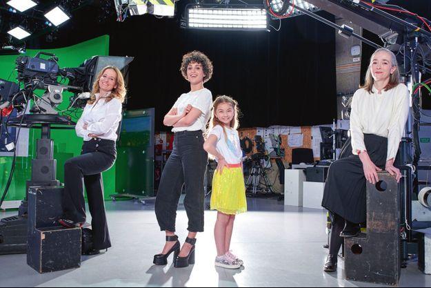 Alexandra Redde Amiel, Barbara Pravi, Valentina et Delphine Ernotte Cunci dans les studios de France Télévisions.