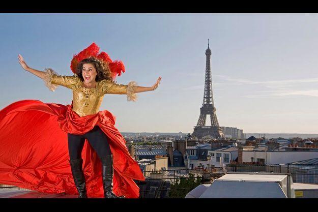 Mi-homme, mi-femme. Pour «Sacrificium», Cecilia Bartoli flirte avec l'ambiguïté. De passage à Paris, elle affronte avec vaillance le vent froid, près du théâtre des Champs-Elysées où elle chantera en novembre.