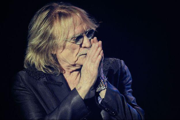 Christophe en concert à Paris le 18 février 2013.