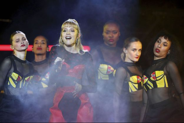 Angèle sur la scène des Victoires de la Musique, vendredi soir.